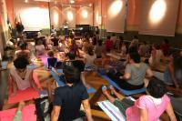Mais de 50 pessoas participam da primeira aula de ioga no Museu