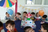Centro de Educação Infantil monta um circo para comemorar aniversários das crianças