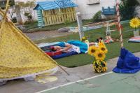 Crianças participam de experiência brincando de teatro