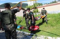 Primeiro dia de treinamento tem resgate de civis e transporte de feridos