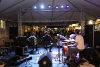 Apresentações de música gratuitas ocorrem em frente à Casa da Cultura