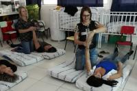 Profissionais de Centro de Educação Infantil aprendem técnica de massagem para bebês