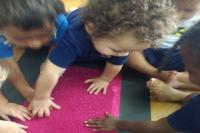 Crianças participam do projeto No mundo das sensações