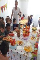 Piquenique com frutas marca o Dia Mundial da Alimentação