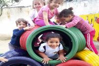 CEI Sagrada Família constrói brinquedo com material reciclável