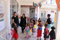 Baile de carnaval embala crianças da rede municipal de ensino
