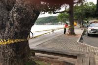 Defesa Civil e Obras monitoram prejuízos da ressaca na Praia de Cabeçudas